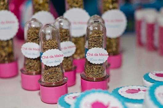 Lembrancinha de Chá de Panela Simples: tubete com ervas