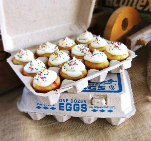 Caixinha de ovos com carolinas decoradas e recheadas: uma delícia!