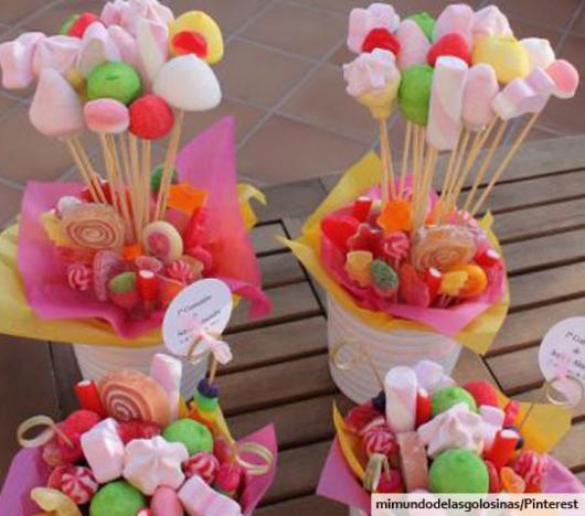 Buquê de doces coloridos e marshmallows