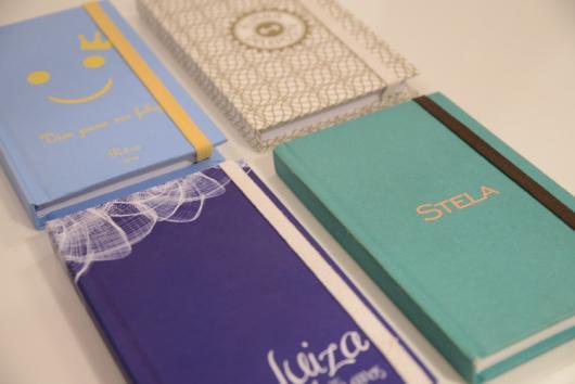 Agendas e cadernos são lembrancinhas criativas e úteis para o dia a dia