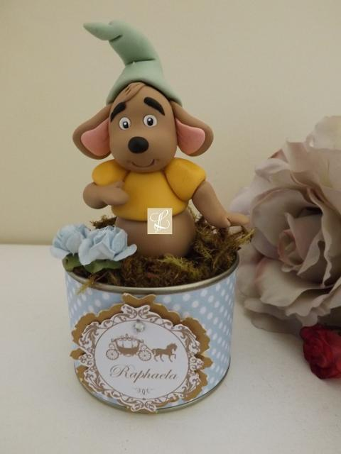 Vasinho com ratinho de biscuit e rótulo personalizado da Cinderela