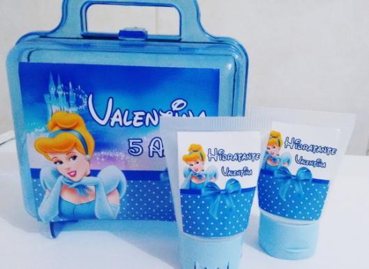 Maletinhas e gel higienizador personalizado com o nome da aniversariante