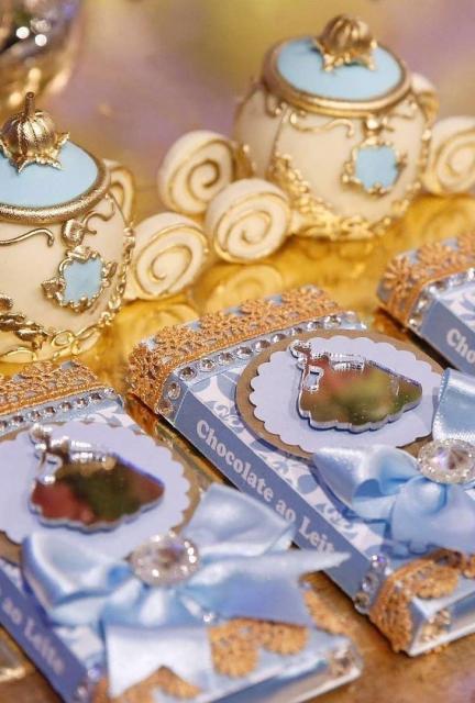 Chocolate com embalagem decorada para dar de lembrancinha da Cinderela