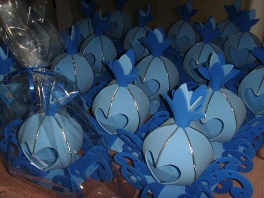 Carruagem azul em EVA para dar de lembrancinha