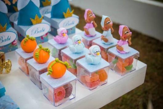 Varie nos ícones em biscuit da Cinderela para decorar