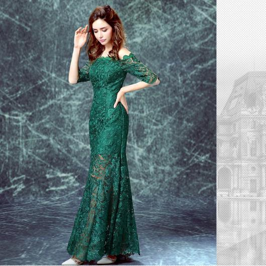 vestido de formatura verde coberto com renda