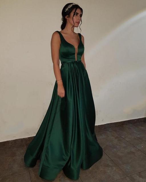 vestido de formatura verde com manga trasparente