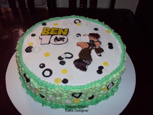 Você pode fazer recortes para deixar o bolo ainda mais criativo e original