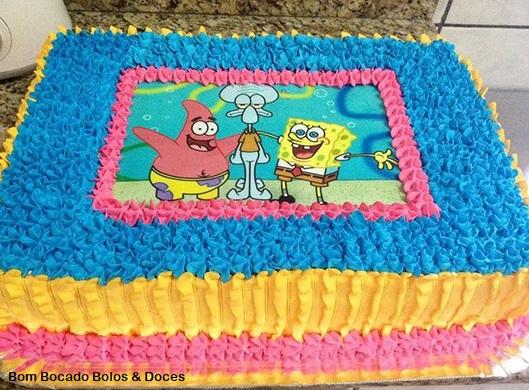 bolo colorido e simples
