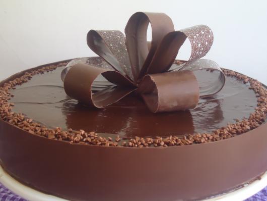 Bolo bombom de chocolate trufado