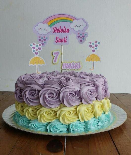 bolo fake chuva de amor com rosas simples