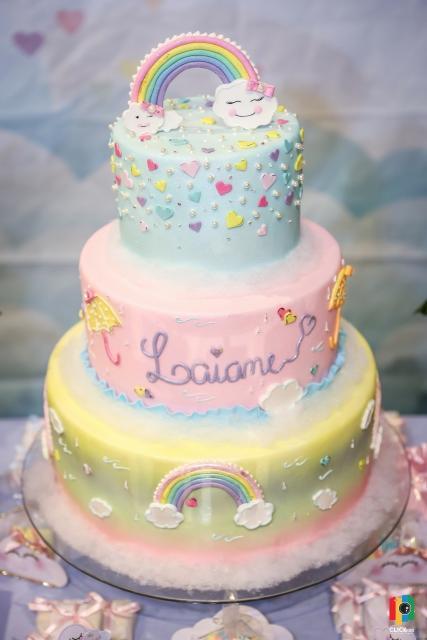 bolo fake chuva de amor em tons pastéis