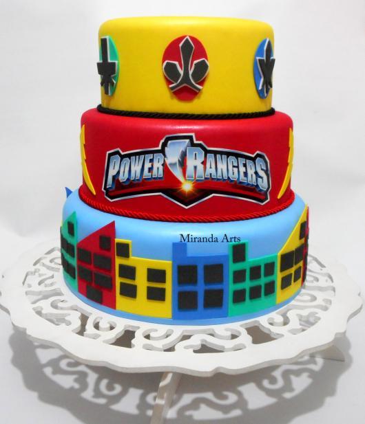 Bolo Power Rangers cenográfico confeccionado com biscuit