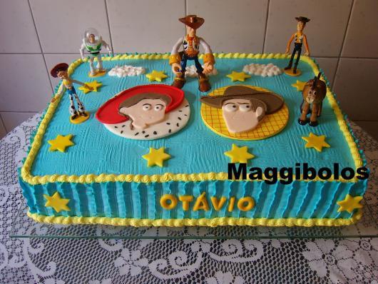 Um bom acabamento faz toda a diferença e deixa o bolo com um aspecto maravilhoso!