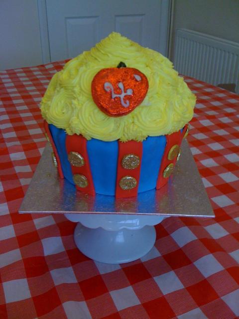 Dica para você decorar seu cupcake gigante de Branca de Neve
