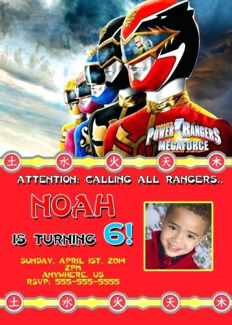 A foto do aniversariante abrilhanta ainda mais o convite Power Rangers