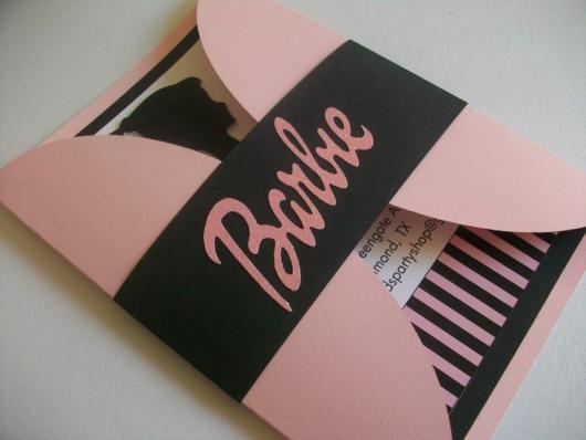 Outro modelo de convite da Barbie com capa de papel