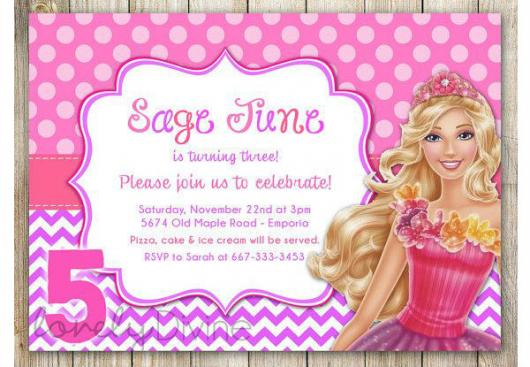 Os convites da Barbie Princesa são geralmente rosas