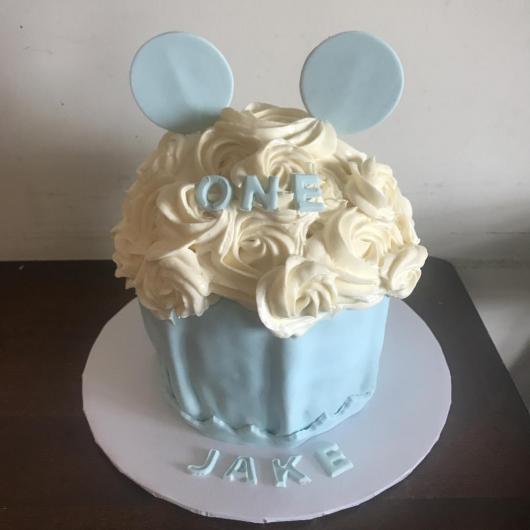 Cupcake gigante do Mickey em azul bebê