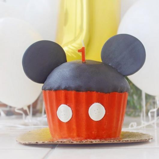 Outra ideia de cupcake gigante do Mickey com pasta americana