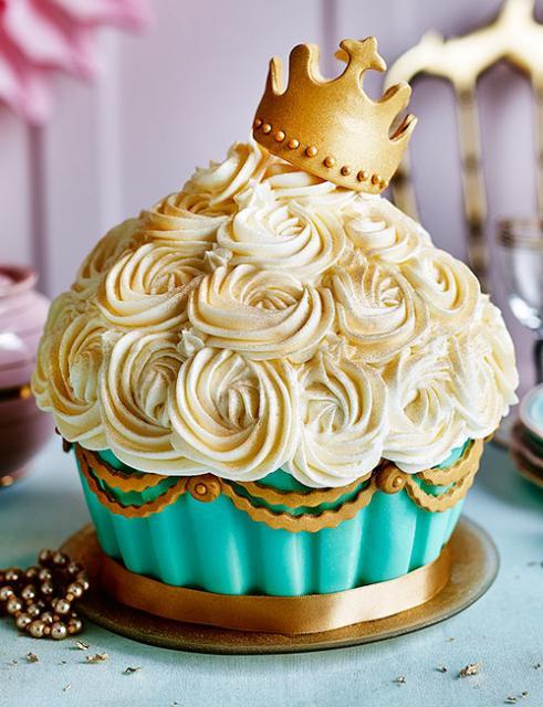 Cupcake gigante para usar em festa com tema Realeza, Príncipe ou Princesa