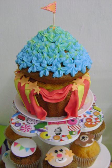 Cupcake de Circo gigante decorado