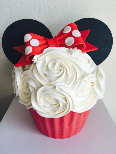 Modelo clássico de cupcake da Minnie gigante