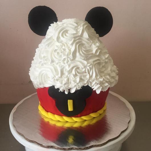 Opção criativa de cupcake do Mickey gigante