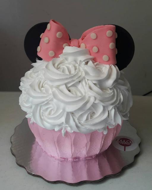 Cupcake delicado e gigante da Minnie