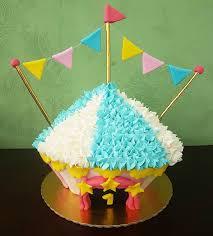 cupcake Circo com bandeirinhas