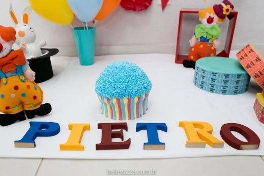Decoração simples de festa com cupcake Circo