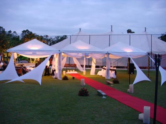 Decoração com tecido branco em Festa casamento