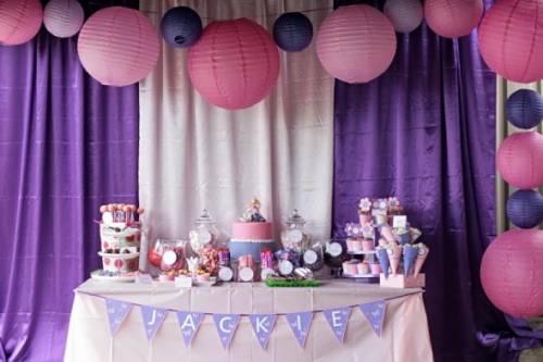 Decoração com tecido em festa infantil feminina