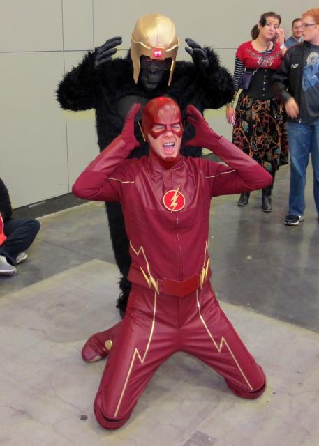 A fantasia do Flash bomba em eventos de cosplay e festas temáticas