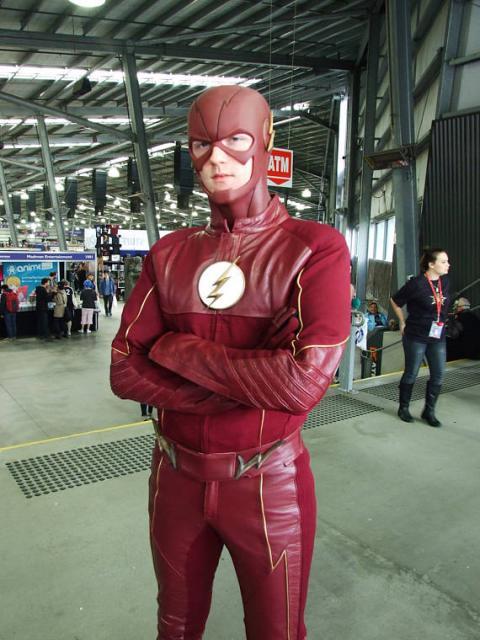 Vale a pena investir para compor uma fantasia do Flash perfeita!