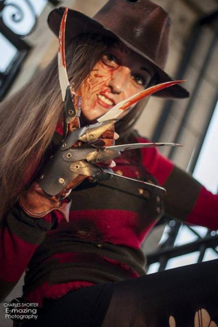 Os detalhes no rosto dão mais realismo à fantasia Freddy Krueger
