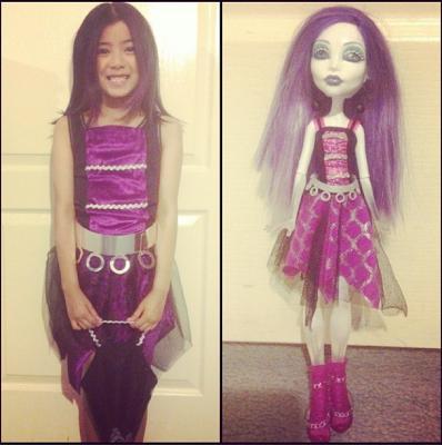 Compare a fantasia de Spectra Vondergeist com a boneca
