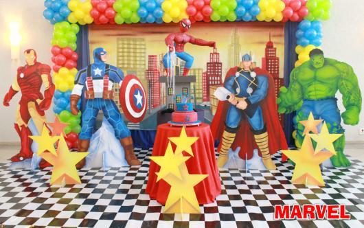 Um cenário bem realista para uma linda festa Super-Herói da Marvel