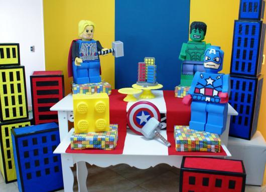 Festa Super-Heróis de Lego, que tal?