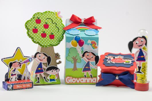 Ideia de kit com decoração e lembrancinha para festa Show da Luna