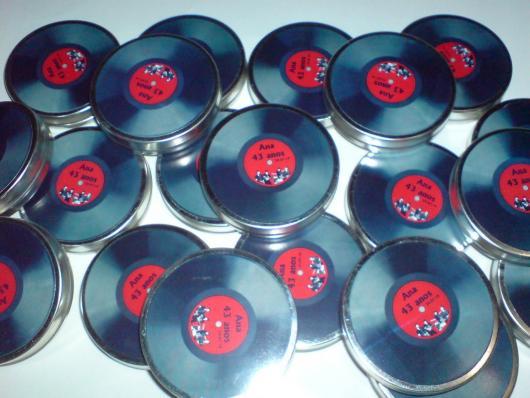 Caixinhas com balas em formato de disco