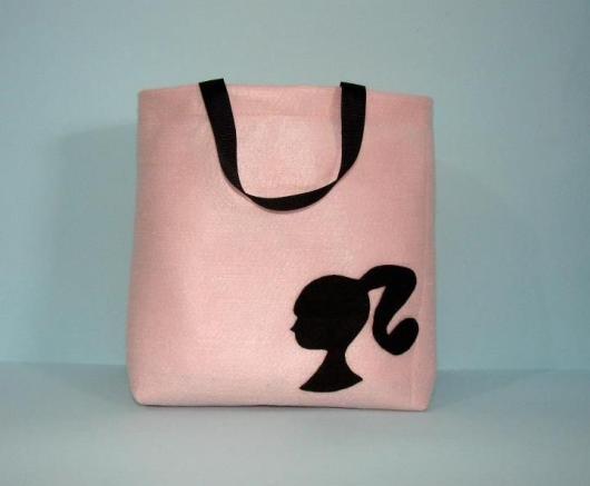 Lembrancinha da Barbie sacolinha em feltro