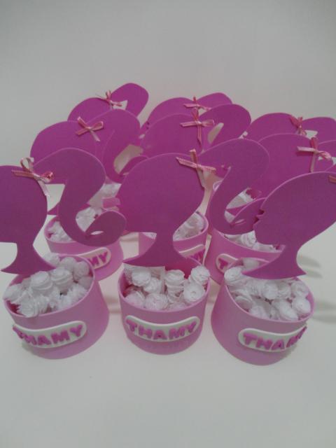 Lembrancinha da Barbie porta balas em EVA