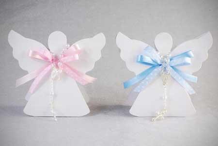 Lembrancinha simples de batizado caixinha com formato de anjinho