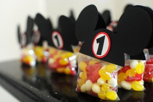 Lembrancinha simples do Mickey saquinho personalizado com doces