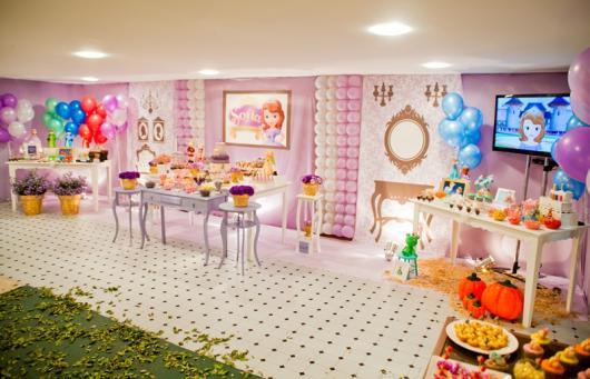 Veja um modelo de decoração para aniversário de 2 anos feminino