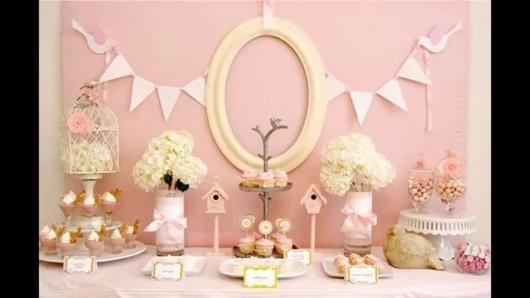 Aniversário de 2 anos simples com decoração feminina