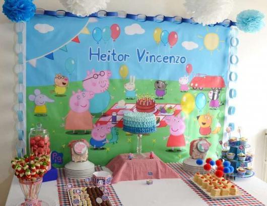 O painel ajuda a decorar a festa de 2 aninhos