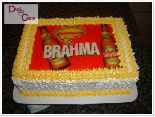 Bolo da brahma quadradro decorado com papel de arroz