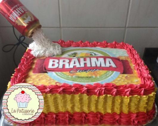 Bolo da brahma decorado com papel de arroz e lata suspensa